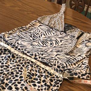 Gently used animal pajamas sizeL like new beach